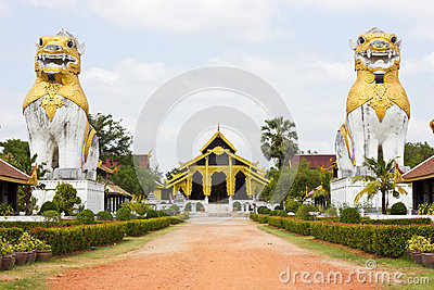 The walk to the palace of Burma