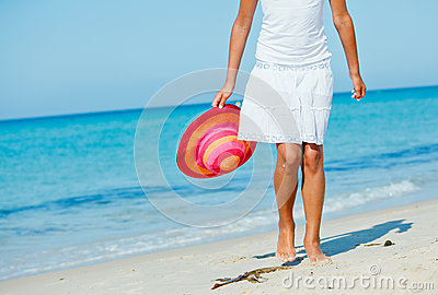 walking beach close up girl legs along sea side 33276647 Getting a Sugar Daddy - Recommendations For Sugar Babies