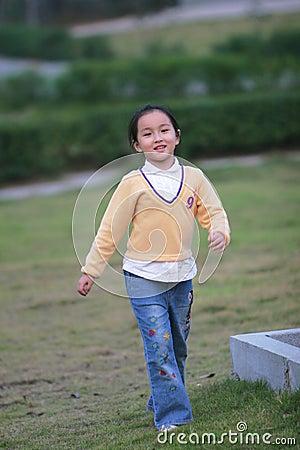 Free Walking Girl Royalty Free Stock Photos - 6627528
