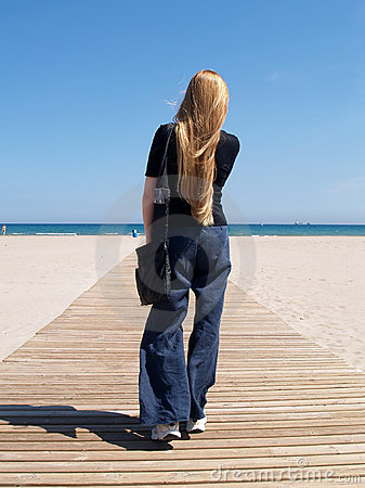 Free Walking To The Beach Royalty Free Stock Image - 980306
