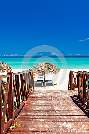 Free Walkway Leading To A Tropical Beach In Cuba Royalty Free Stock Photography - 25185877