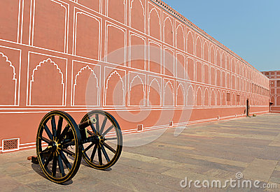 Wall & Canon in City Palace, Jaipur