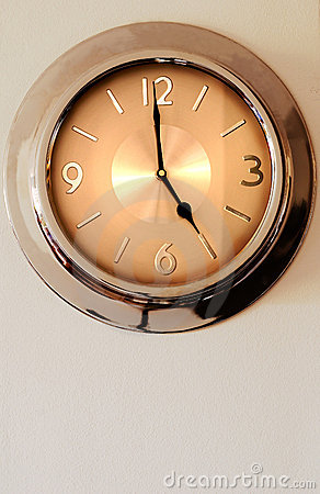 Wall clock indicating 5 (five)