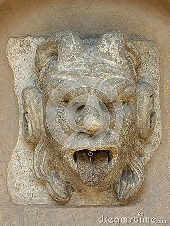 Wall fountain gargoil