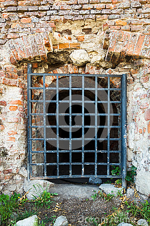 Wall with grates