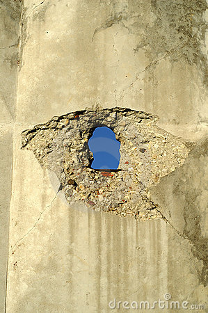 Free Wall With Hole Royalty Free Stock Photography - 2731627