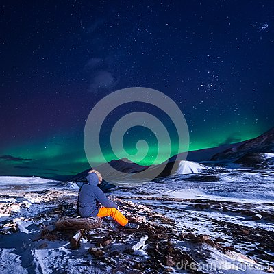 Free Wallpaper Norway Landscape Nature Of The Mountains Of Spitsbergen Longyearbyen Svalbard Building Snow City On A Polar Daynight Wit Stock Photos - 108280393