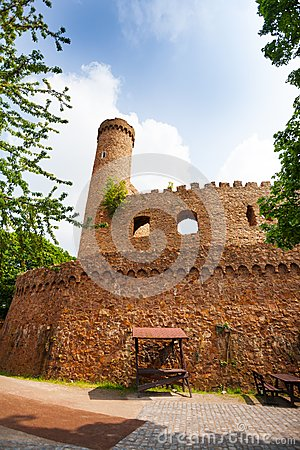 Free Walls And Tower Ruins Of Old Auerbach Castle Stock Images - 53972234