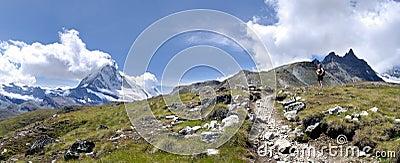 Wandelaar dichtbij Matterhorn