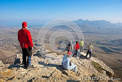 Wanderer überwachen das Gelände
