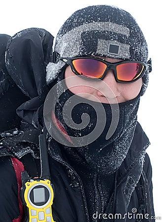Wanderer abgedeckt mit Schnee