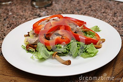 Warm salad with sweet peppers, lettuce, fungies