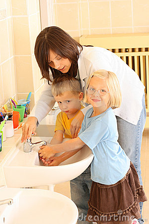 Free Washing Hands Royalty Free Stock Photo - 3386555
