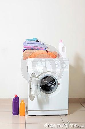 Free Washing Machine Royalty Free Stock Photos - 13261228