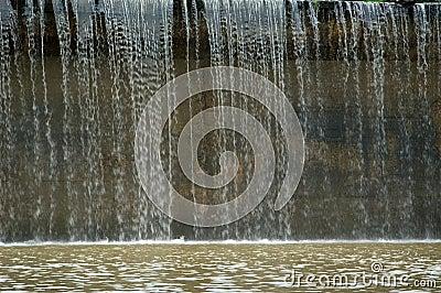 Wasser über der Verdammung