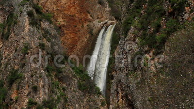 Wasserfall mit zwei Strömen stock video