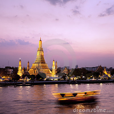 Free Wat Arun Across Chao Phraya River During Sunset Royalty Free Stock Photography - 8815147