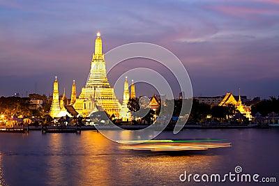 Wat Arun in pink sunset twilight, Bangkok Thailand
