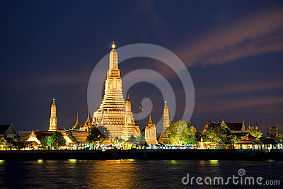 Wat Arun at Songkran