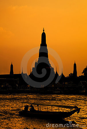 Wat Arun, The Temple of Dawn, at sunset,Bangkok