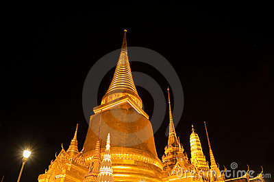 Wat Phra Kaew in Bangkok at night