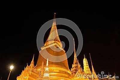 Wat Phra Kaew in Bangkok at night