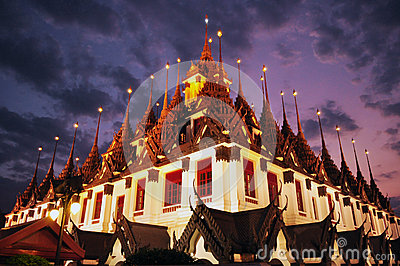 Wat Ratchanaddaram, Loha Prasat