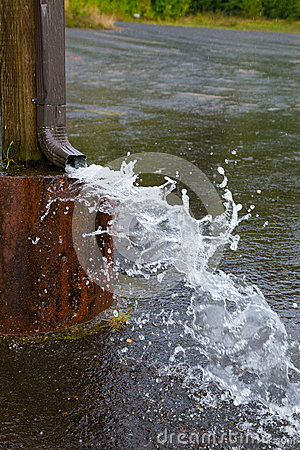 Free Water Drain Spout Stock Photo - 35505470