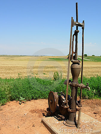 Free Water Pump Royalty Free Stock Photography - 819517