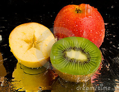 Water spray on kiwi and apples