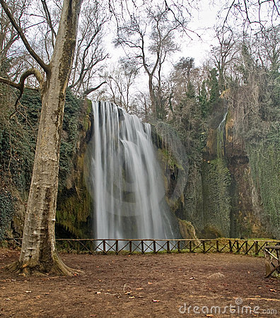 Free Waterfall Royalty Free Stock Photography - 2885487