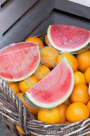 Watermeloen en sinaasappelen
