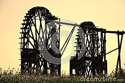 Watermill no por do sol