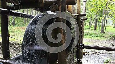 Watermill rustique avec la roue clips vidéos
