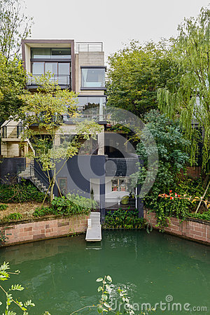 Free Waterside House In Cloudy Winter Afternoon Stock Photo - 68517640