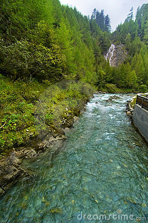 Waterval en Rivier in Oostenrijk