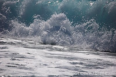 Wave, sea and sun in the beach