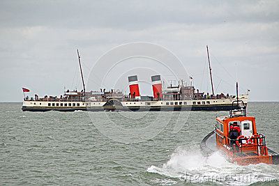 Waverley paddle steamer and pilot boat Editorial Stock Image