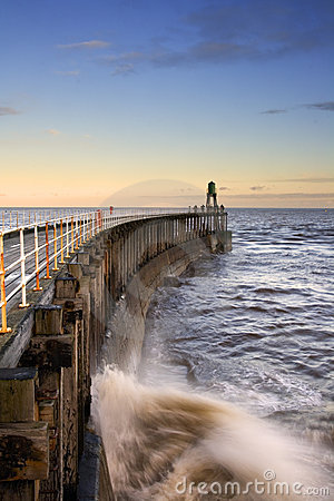 Free Waves And Pier Royalty Free Stock Images - 4070769