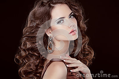 Wavy Hair. Beautiful Sexy Brunette Woman. Healthy Long Brown Hair