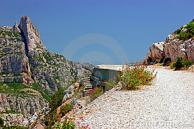 Way up to the lookout point in the Calanques Sugit