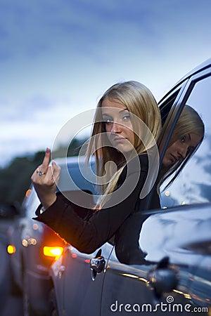 Wściekłe kierowcy gest kobiety
