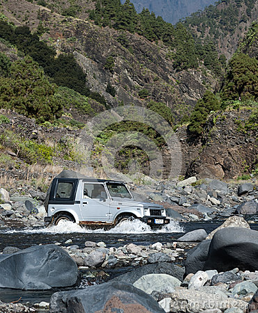 4WD crossing creek Editorial Stock Image