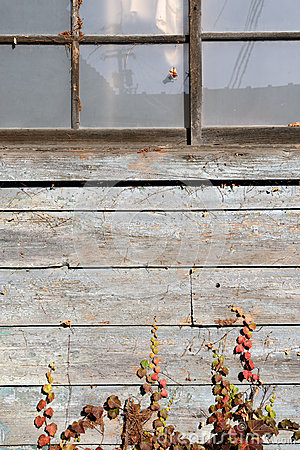 Free Weathered Old Barn Royalty Free Stock Photography - 28182317