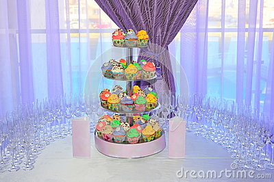 Wedding arrangement with a colorful cupcakes stand