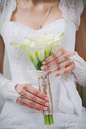 Free Wedding Bouquet Of White Calla Lilly Flowers In Hands Of Young Bride Stock Images - 49914274