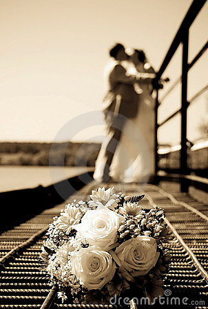 Free Wedding Bunch Of Flowers Against A Newly-married Royalty Free Stock Photography - 10959407