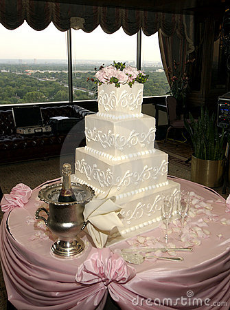 Free Wedding Cake Royalty Free Stock Images - 1647109