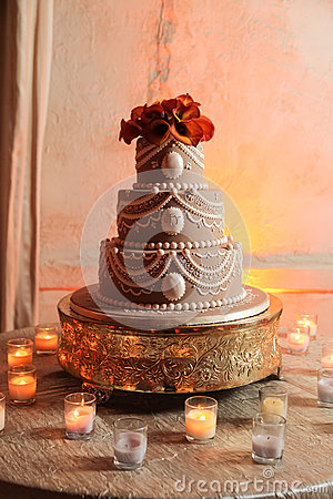 Free Wedding Cake And Candles Stock Photo - 27901790