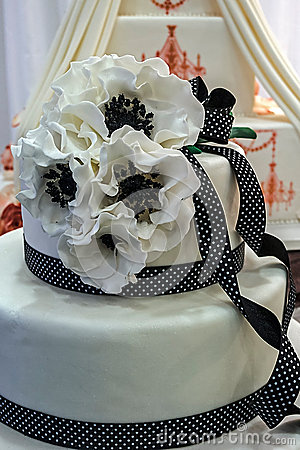 Wedding cake specially decorated.Detail 9